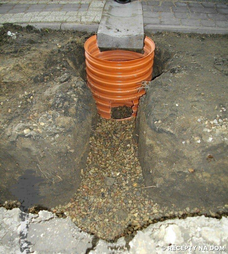 W Mega Co zrobić, żeby woda z rynny nie zalewała działki? - Recepty na dom DR41