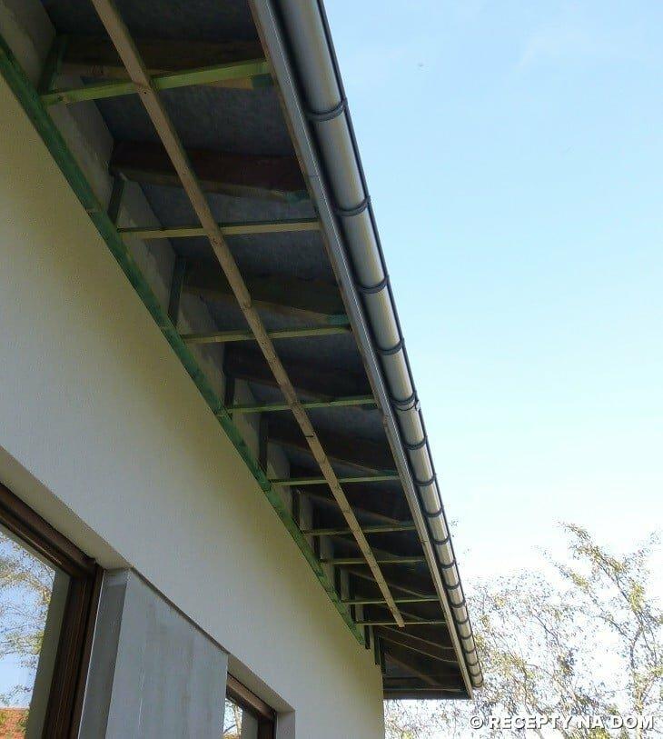 Czy Przestrzeń Między Podbitką Okapu A Połacią Dachu Powinna