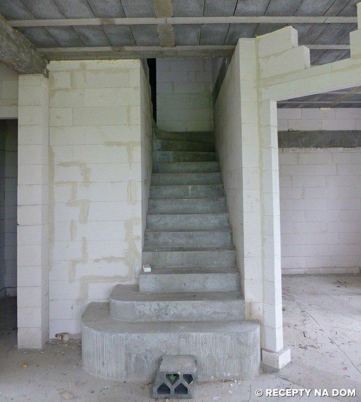 Balkon W Domu Jednorodzinnym: Czy Schody Zawsze Muszą Mieć Balustrady I Poręcze